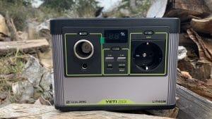 Powerstation Yeti 200X von Vorne, mit Anschlüssen, Power-Anzeige und Display