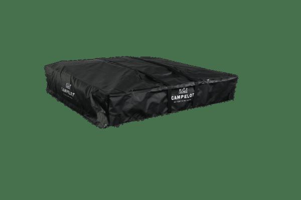 Klappdachzelt Merlin160 verpackt in schwarzem Schutzcover und Befestigungsgurten, frontale Ansicht