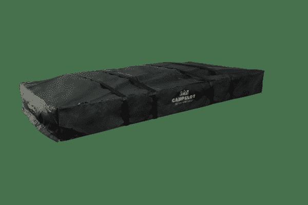 Dachzelt Merlin220 zugeklappt in schwarzem Cover mit Sicherungsgurt, seitlich Ansicht